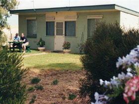 Oaklands Fishing Cottage - Kempsey Accommodation