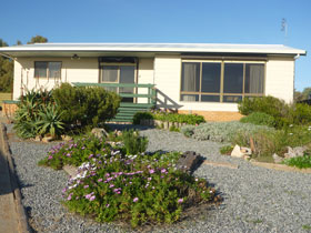 Oaklands Beach House - Kempsey Accommodation