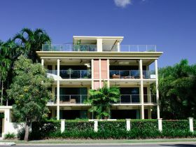 Cairns Beachfront Apartment - Kempsey Accommodation