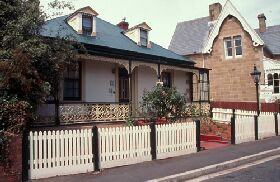 Barton Cottage - Kempsey Accommodation