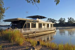 Houseboat Heaven - Kempsey Accommodation