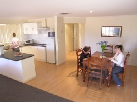 Copper Cove Holiday Villas - Kempsey Accommodation