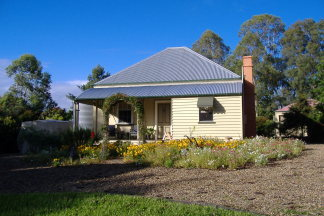 Mary Anns Cottage - Kempsey Accommodation