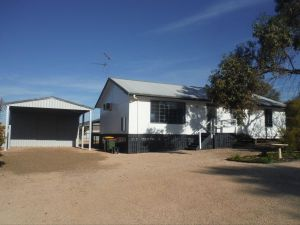 Decked Out - Kempsey Accommodation