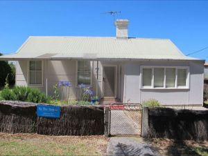 Holly's Holiday Home - Kempsey Accommodation
