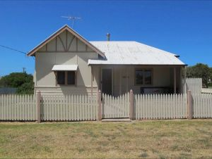 Ellison's Holiday Home - Kempsey Accommodation