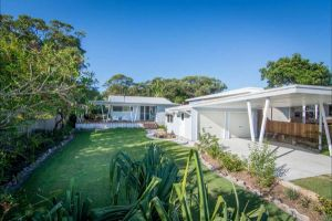Back Beach Bungalow - Kempsey Accommodation