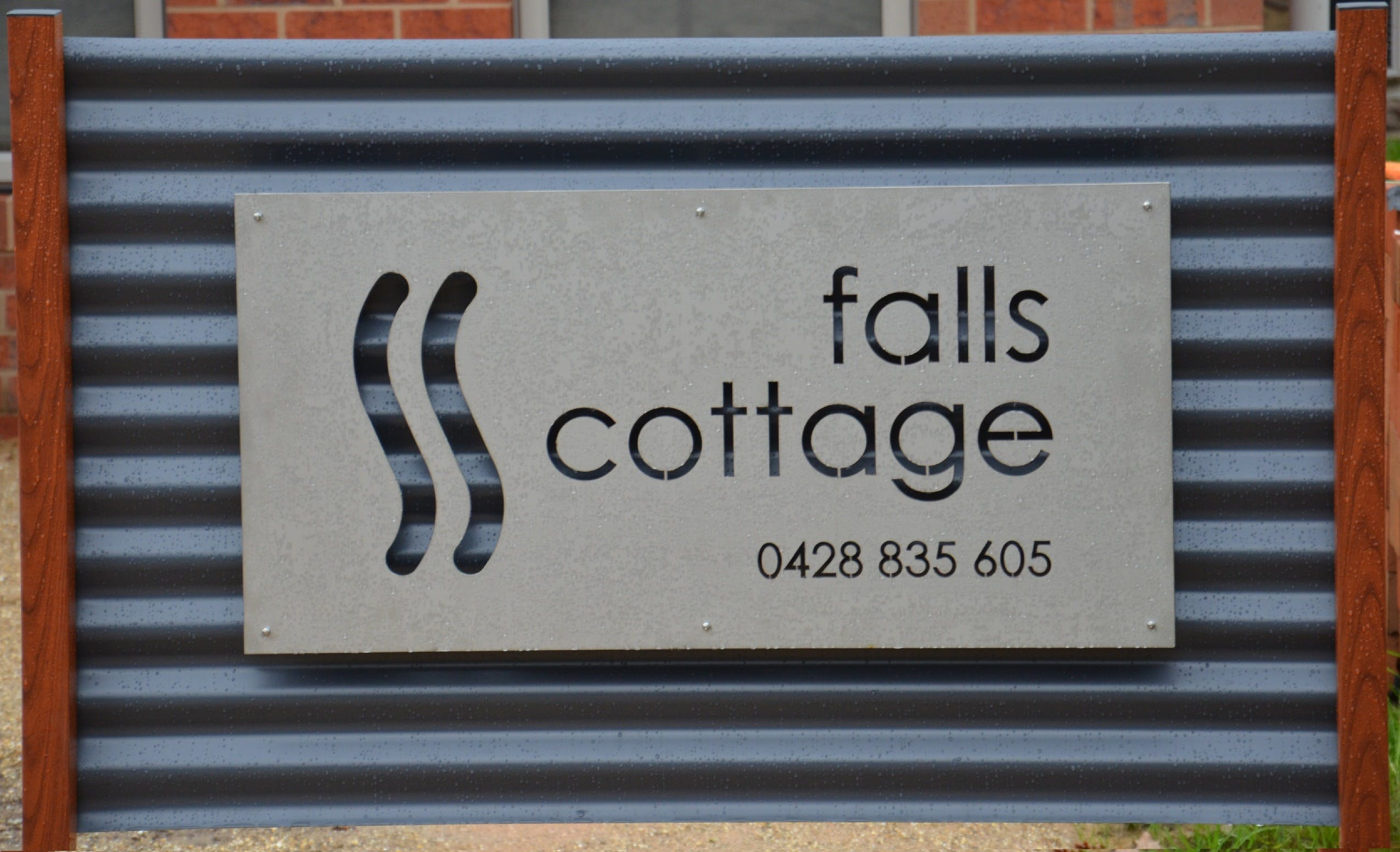Falls Cottage Whitfield - Kempsey Accommodation