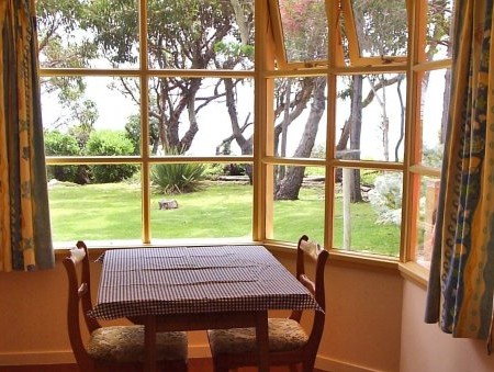Anchlia Waterfront Cottage - Kempsey Accommodation