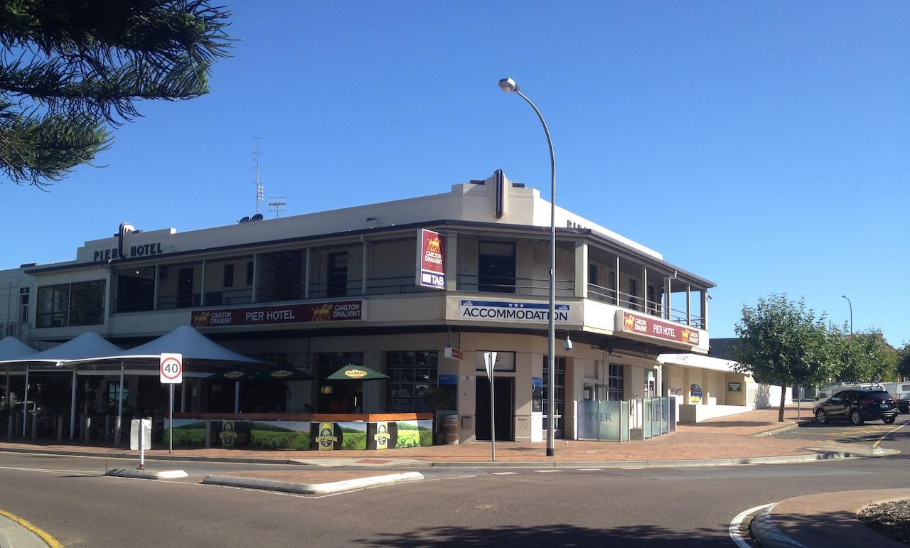 Pier Hotel - Kempsey Accommodation