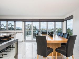 Paradise Point - Tamar Valley 14 Persons Residence with pool - Kempsey Accommodation
